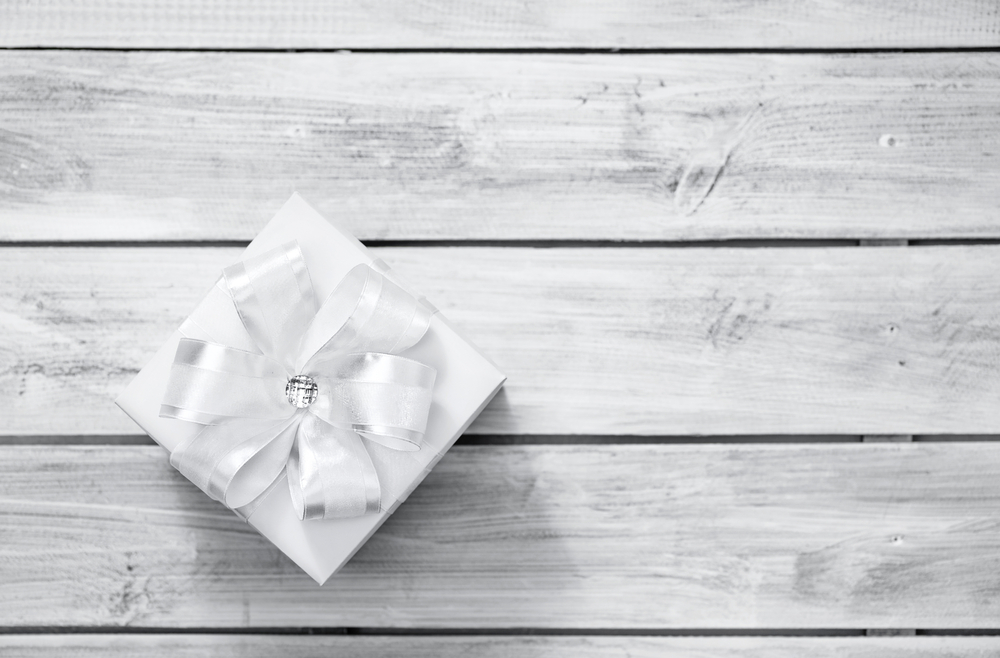 How to Give a Budget-Friendly Wedding Gift | Image source: Shutterstock.com / Photographer: Vasilyev Alexandr