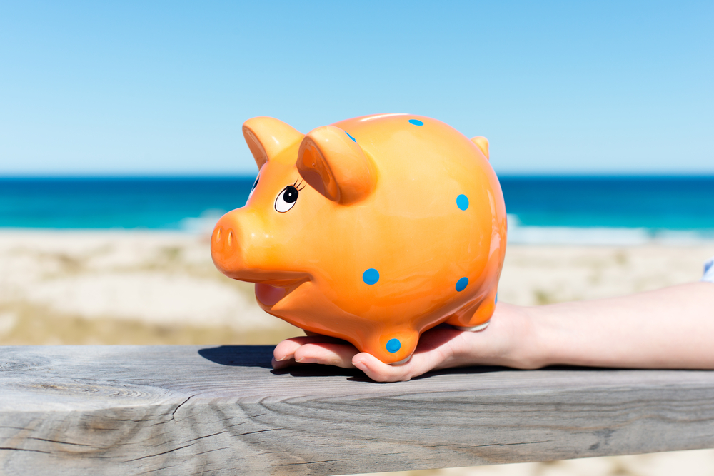 Money-Saving Travel Tips | Image source: Shutterstock.com / Photographer: racorn