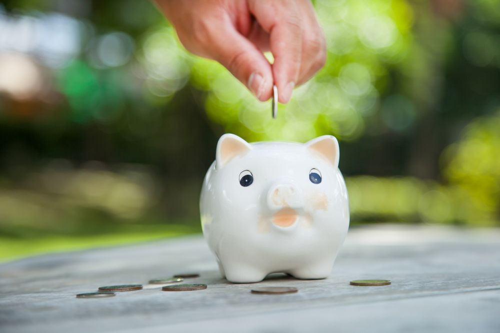 Free Personal Finance Tools | Image source: Shutterstock.com / Photographer: suphakit73